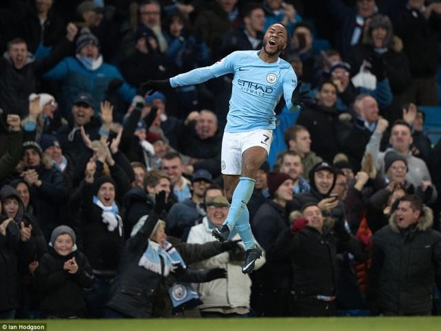 """Man City thắng nhờ """"gà son"""" phút bù giờ, fan MU giận sôi máu"""