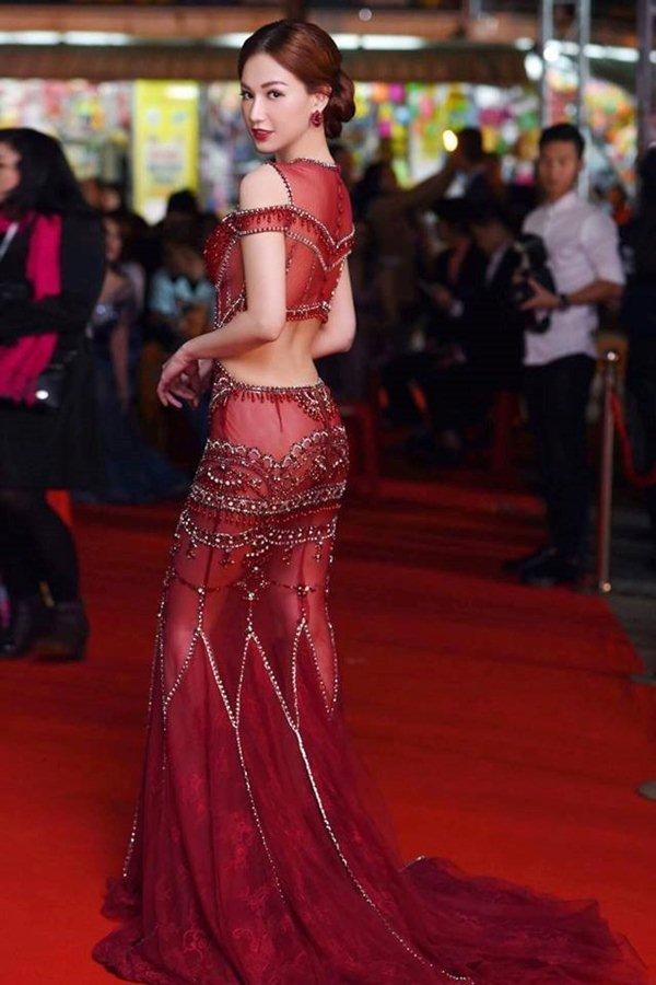 Váy trong suốt mặc như không của MC Quỳnh Chi gây chú ý trong tuần - 4