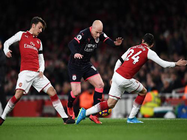 Arsenal - Huddersfield: Tưng bừng đại tiệc, ngôi sao chói sáng