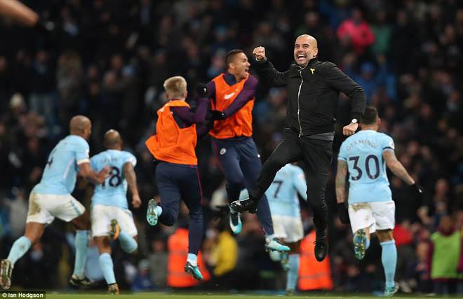 """Man City thắng nhờ """"gà son"""" phút bù giờ, fan MU giận sôi máu - 2"""