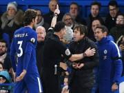 """Chelsea thắng may: HLV Conte  """" xơi """"  thẻ đỏ, cuống quýt xin lỗi"""
