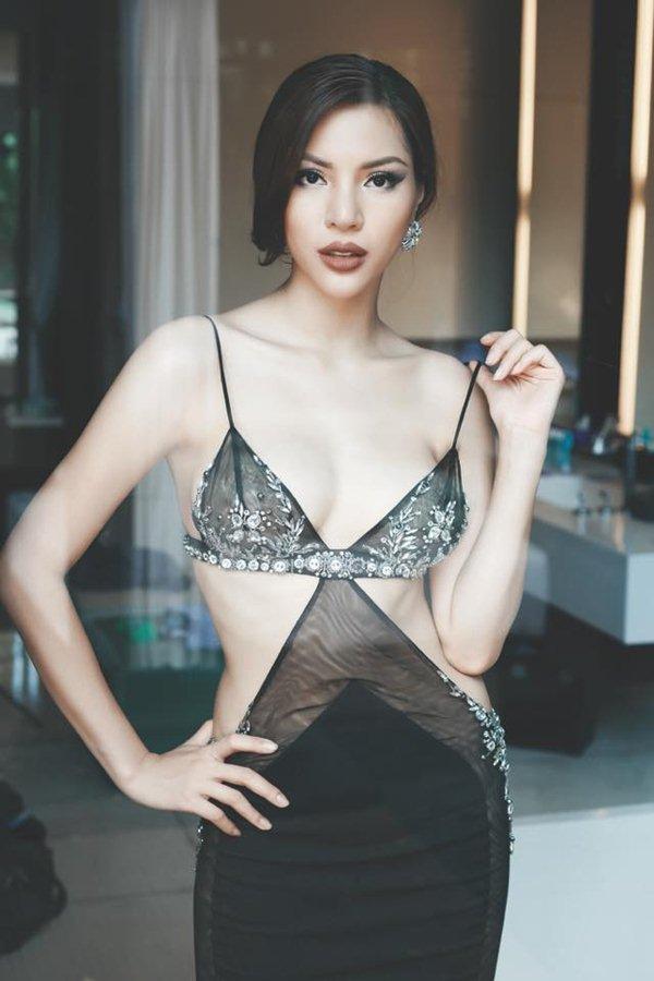 """Siêu mẫu Việt chân dài 1m19 cứ lên sàn là """"quên"""" nội y - 11"""