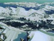 Run chân trên cầu treo nguy hiểm nhất thế giới nối hai đỉnh núi