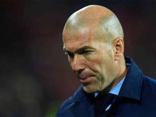 """Real sa sút, Ronaldo tịt ngòi: Zidane có """"sống sót"""" hết năm 2017?"""