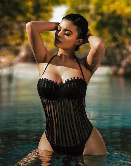 15 khoảnh khắc sexy nhất của hot girl thị phi số 1 Hollywood năm 2017 - 8