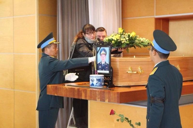 Lễ tang phi công Nguyễn Thành Trung tại nước Anh - 2