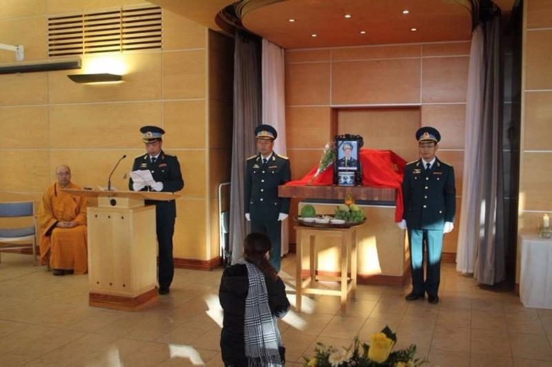 Lễ tang phi công Nguyễn Thành Trung tại nước Anh - 4