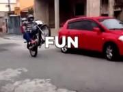 Video: Những pha lái xe môtô cười ra nước mắt