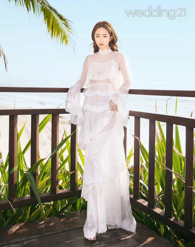 """""""Bản sao Phạm Băng Băng"""" diện váy cưới xuyên thấu nửa kín nửa hở - 4"""