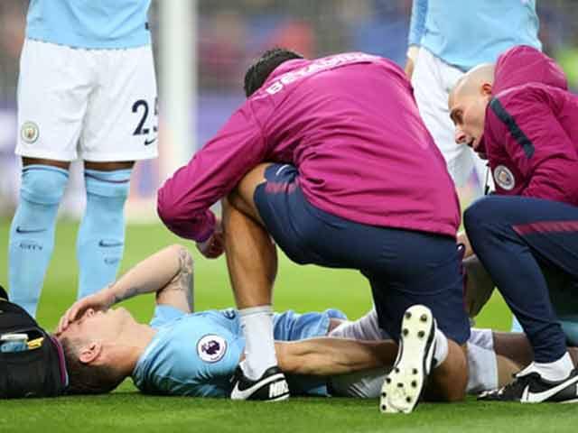 """MU đón tin mừng derby: Man City """"đứt hai đầu mũi giáo"""""""