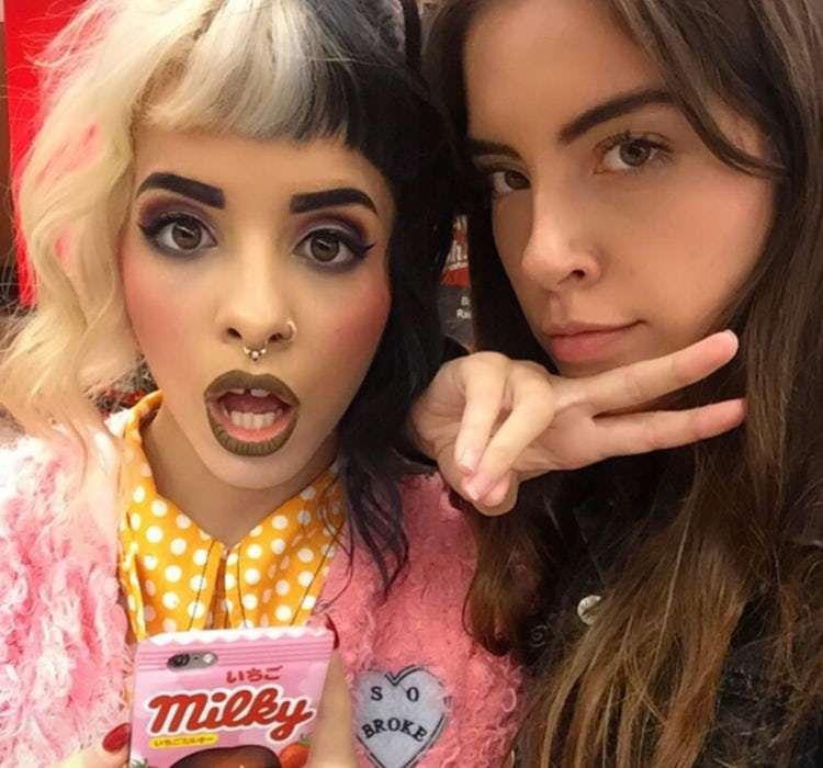 Nữ ca sĩ tóc hai màu nổi tiếng của The Voice bị bạn thân tố cưỡng hiếp - 2