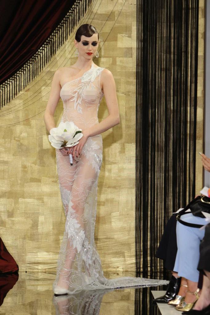 Nàng dâu diện váy cưới như cởi trần liệu có khiến quan khách giật mình? - 2