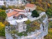 Du lịch - Khám phá nhà thờ trên cột đá có một không hai