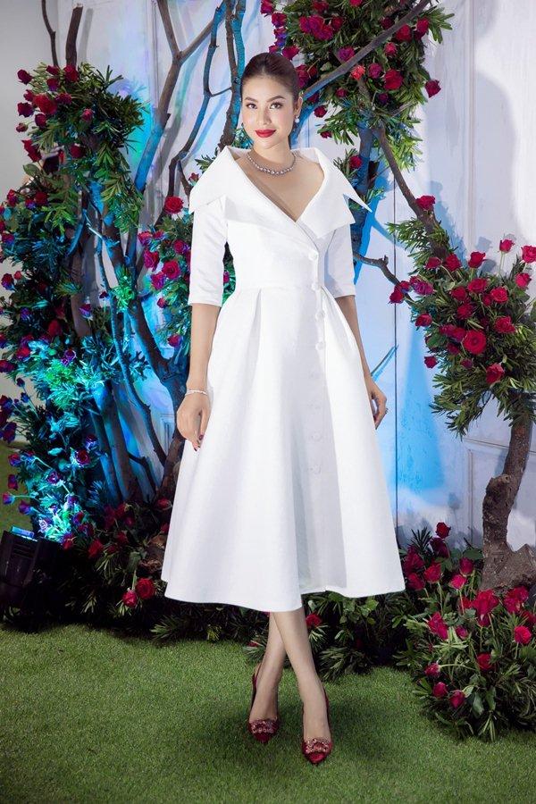 """Angela Phương Trinh đẹp nhì tuần với váy """"một mất một còn"""" - 4"""