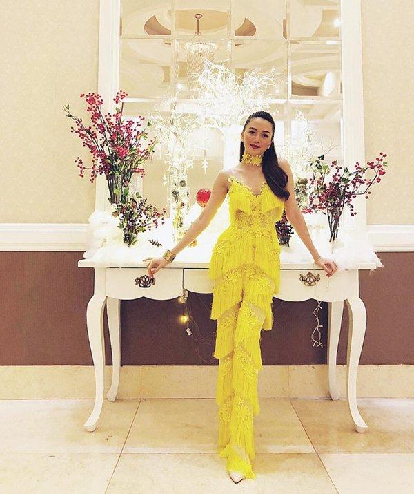 """Angela Phương Trinh đẹp nhì tuần với váy """"một mất một còn"""" - 9"""