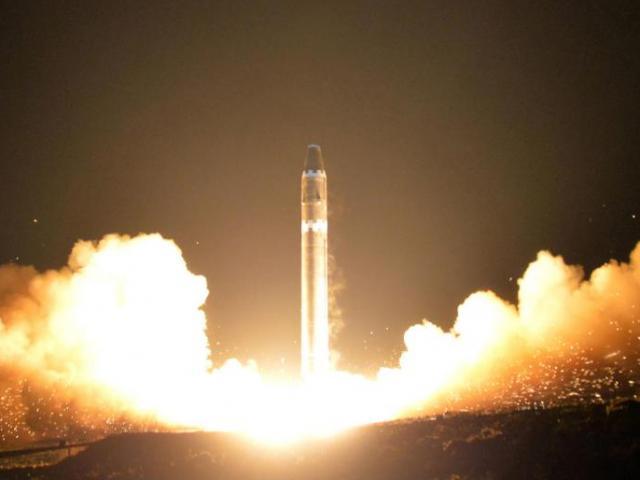 Nhật Bản ráo riết mua thêm tên lửa tầm xa - 2