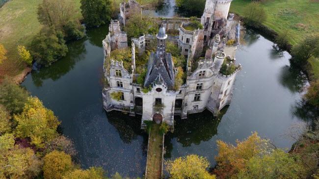 Chuyện lạ: Hơn 9.000 người góp tiền mua chung lâu đài bỏ hoang ở Pháp - 10