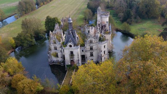 Chuyện lạ: Hơn 9.000 người góp tiền mua chung lâu đài bỏ hoang ở Pháp - 4