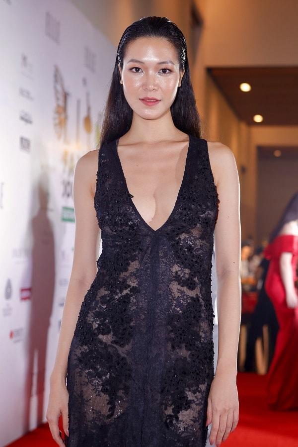Thảm đỏ Elle: Phạm Hương xỏ khuyên mũi, Thùy Dung mặc xuyên thấu - 2
