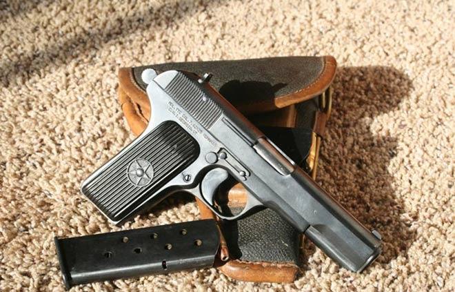 Thiếu niên suýt chết thảm vì đem súng của ông nội đi khoe - 1