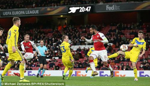 Chi tiết Arsenal - BATE Borisov: Giroud hụt cú đúp, Emirates vẫn tưng bừng (KT) - 10