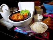Phát hoảng với nhà hàng đựng thức ăn trong…. bồn cầu
