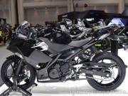 """Mê mẩn trước """"chiến binh"""" Kawasaki Ninja 400 màu đen kim loại"""