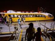 """Hết miễn phí vé, hành khách vẫn ùn ùn đi """"xe buýt"""" trên mặt nước"""