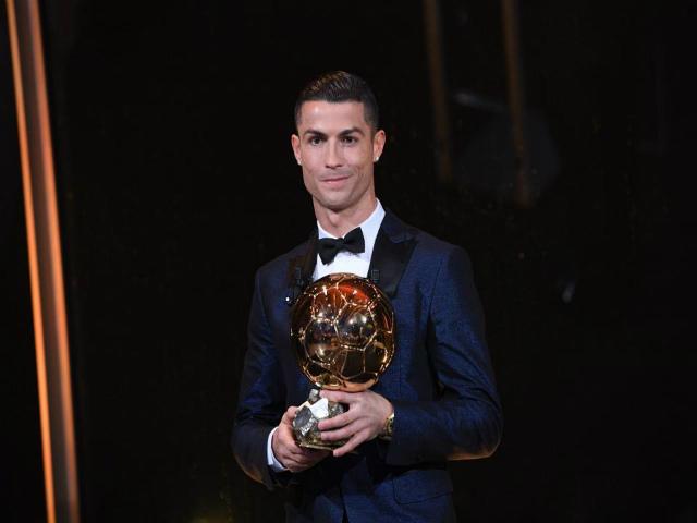 """Vua bóng đá Ronaldo: Bóng vàng không vết xước, """"khóa miệng"""" anti-fan - 5"""