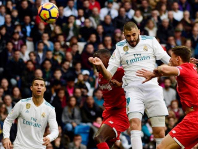 Ronaldo mừng bóng Vàng, ghi cú đúp & chạm mốc 50 - 2