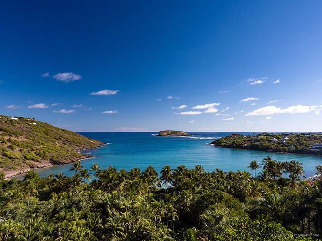 Một khu biệt thự cực kỳ sang trọng nằm tại vùng Caribbean rộng rãi với bãi biển riêng và rừng dừa xanh ngát đã được bán sau khi niêm yết 67 triệu USD (1.5 nghìn tỷ đồng).