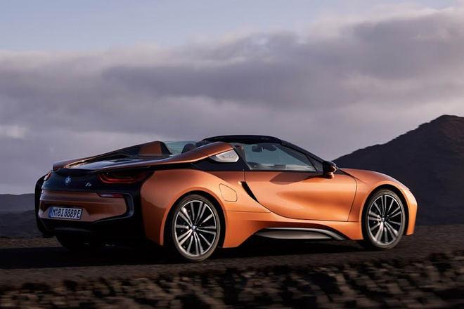 Siêu xe BMW i8 Roadster ra mắt với nhiều cải tiến - 2