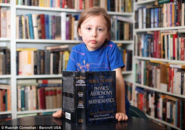 Khả năng kỳ lạ của thần đồng 5 tuổi thông minh nhất hành tinh - 1