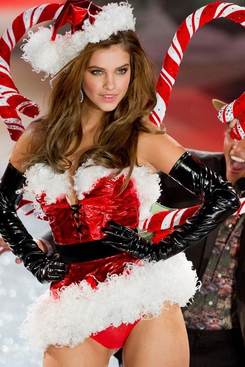 Quên ông già Noel đi, ngắm bà già Noel mới thích! - 7