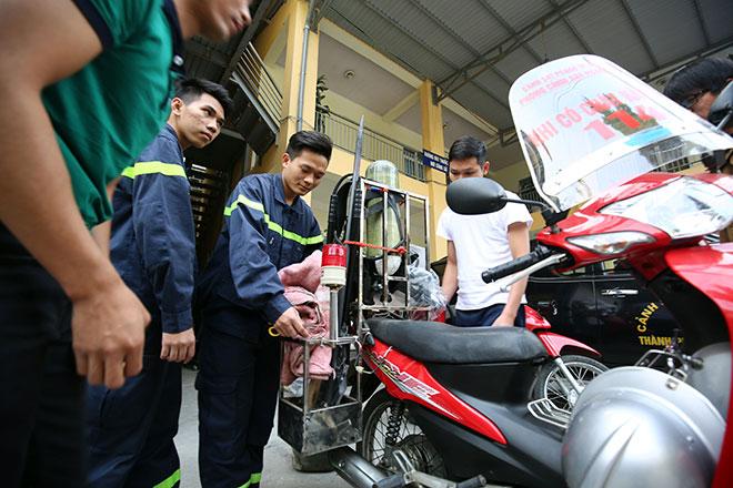 Cận cảnh xe chữa cháy siêu nhỏ, lần đầu xuất hiện ở Hà Nội - 1