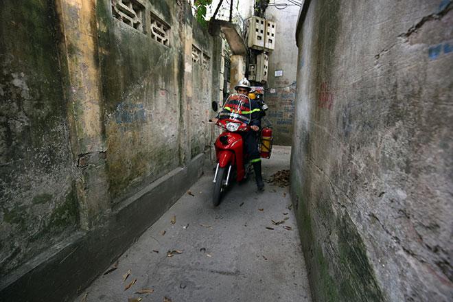 Cận cảnh xe chữa cháy siêu nhỏ, lần đầu xuất hiện ở Hà Nội - 4