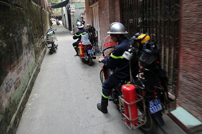 Cận cảnh xe chữa cháy siêu nhỏ, lần đầu xuất hiện ở Hà Nội - 11
