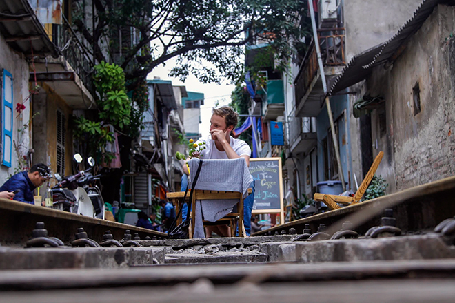 Chuyện lạ: Quán cà phê mọc giữa đường ray ở Thủ đô - 7