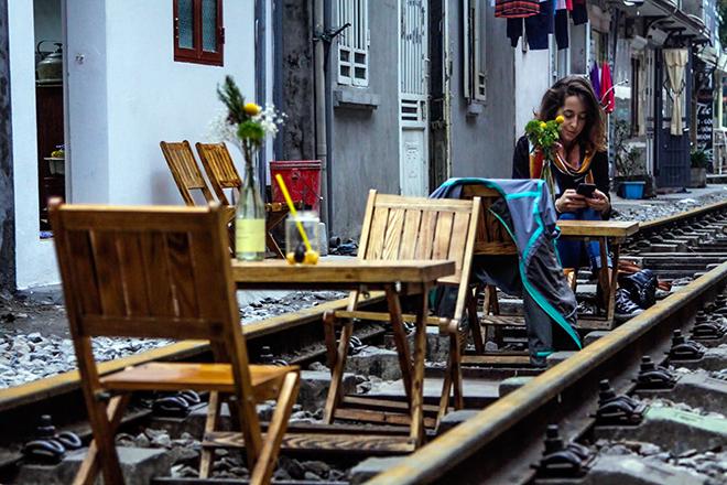 Chuyện lạ: Quán cà phê mọc giữa đường ray ở Thủ đô - 5