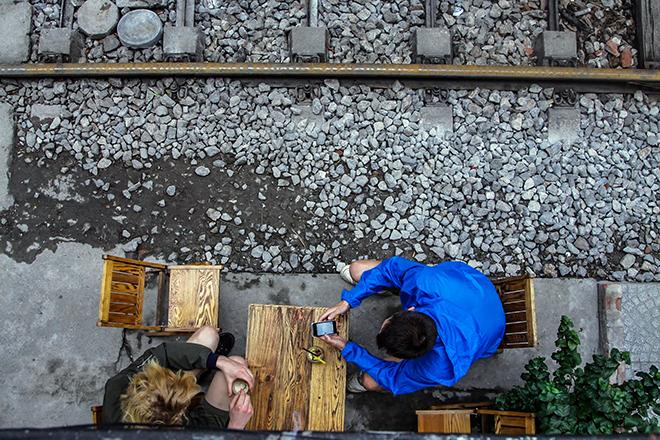 Chuyện lạ: Quán cà phê mọc giữa đường ray ở Thủ đô - 9