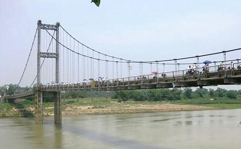 2 nữ sinh nghi tự tử trên sông Lam có để lại lá thư - 1