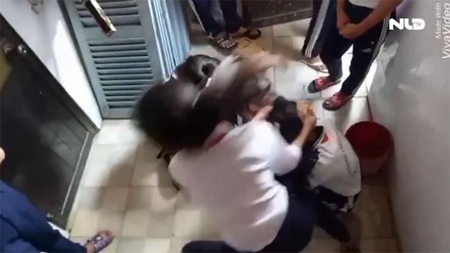Hiệu trưởng trường 3 nữ sinh bị đánh dã man: Chúng tôi rất đau lòng! - 6