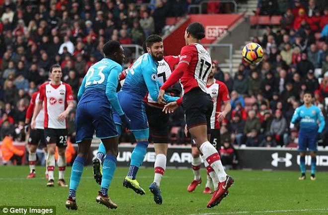 """Southampton - Arsenal: Đòn phủ đầu và """"cái đầu vàng"""" - 1"""
