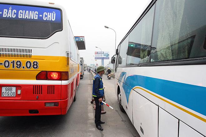 Sau Cai Lậy, tài xế tiếp tục trả tiền lẻ qua BOT Quốc lộ 5 - 7