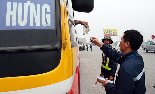 Sau Cai Lậy, tài xế tiếp tục trả tiền lẻ qua BOT Quốc lộ 5 - 8