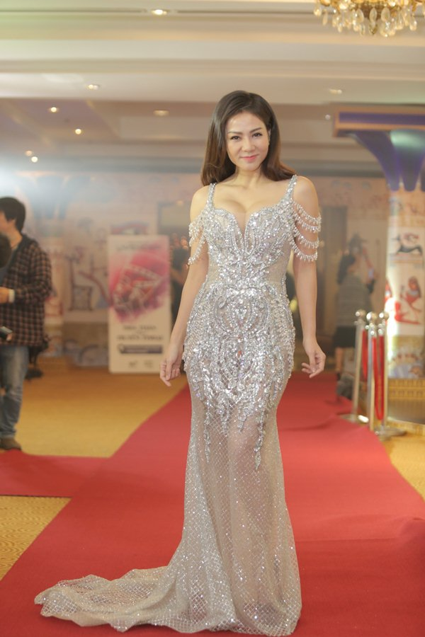 Thu Minh, Mỹ Tâm, Bảo Anh... thi nhau sexy trong đêm lạnh tê tái - 2