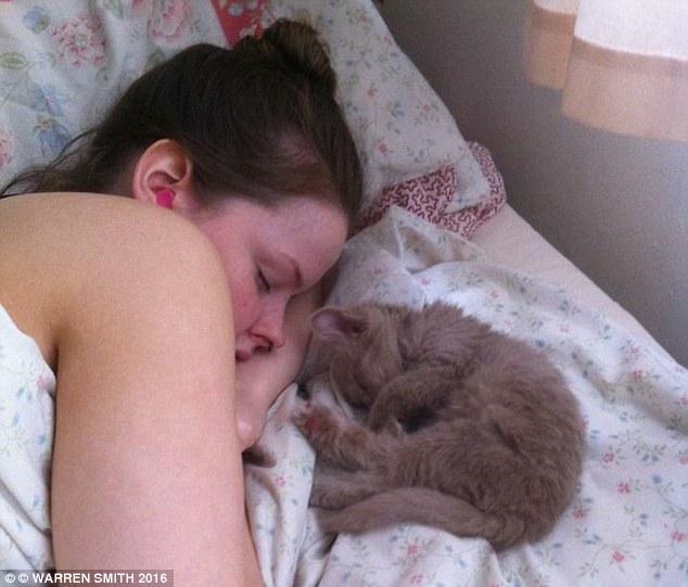 Căn bệnh kỳ quái khiến thiếu nữ dùng cả thanh xuân chỉ để… ngủ - 1