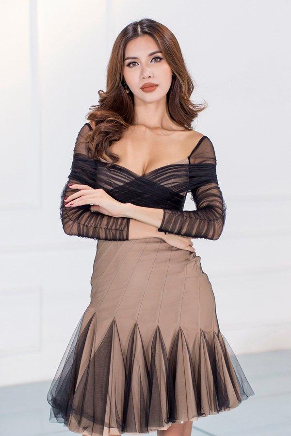 Kỳ Duyên nổi bật giữa các đàn chị nhờ trang phục ngắn khó hiểu - 7