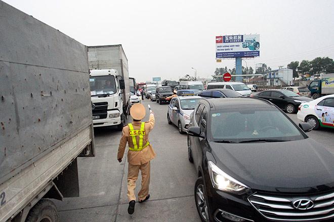 Tài xế dùng chiêu cũ, BOT Quốc lộ 5 tiếp tục ùn tắc kéo dài - 5