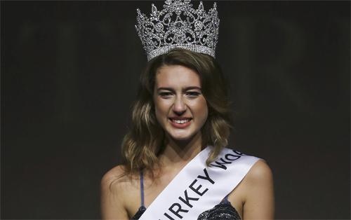 Hoa hậu Thổ Nhĩ Kỳ vừa bị mất ngôi lại có thể ngồi tù vì vạ miệng - 1